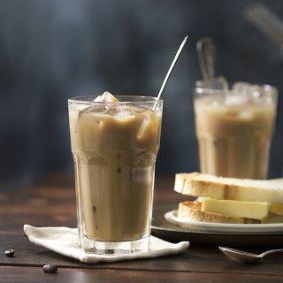 Coffee Mania, Un café avec les Singapouriens